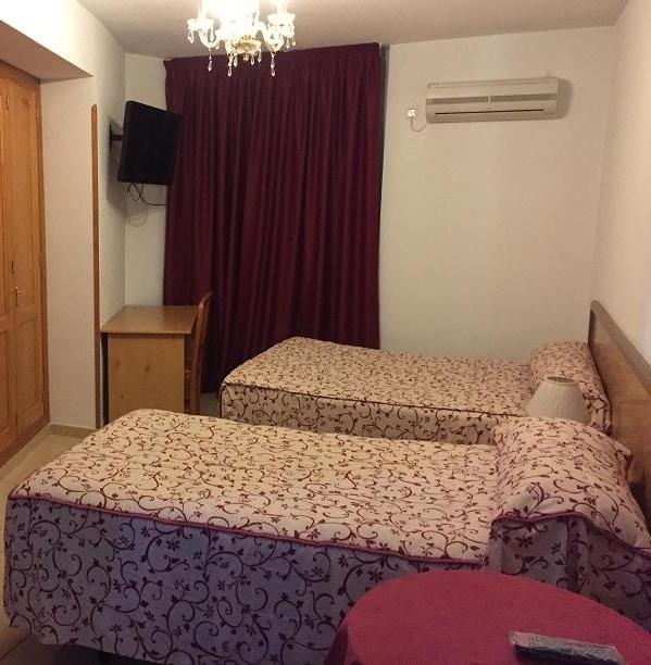 camas hostal cazalegas